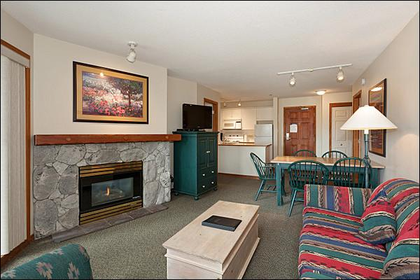 Comfortable Living Room with TV, Gas Fireplace & Balcony Access - Short Walk to Whistler Village - Year Round On-Site Outdoor Pool & Hot Tub (4067) - Whistler - rentals