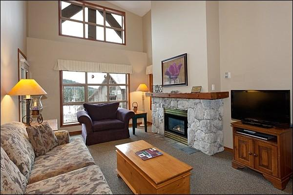 Beautiful Living Area with High Vaulted Ceilings and Large Windows - Phenomenal Mountain Views - Heated Outdoor Swimming Pool & Hot Tub (4070) - Whistler - rentals