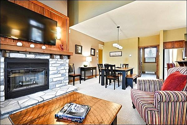 Modern Living Room has a Large Flat Screen Cable TV and Gas Fireplace - Panoramic Landscape Views - Heated Floors in the Kitchen & Bathrooms (6168) - Mont Tremblant - rentals