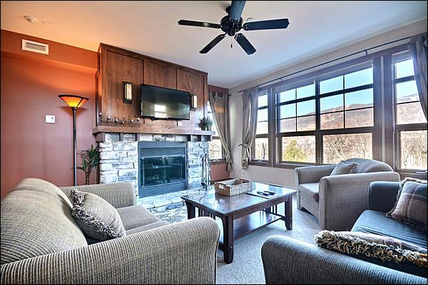 The Cozy Living Area Featuring Modern Furnishings and a Stone Fireplace - Beautiful Golf Course and Resort Views - Common Area All Year Hot Tub (6167) - Mont Tremblant - rentals