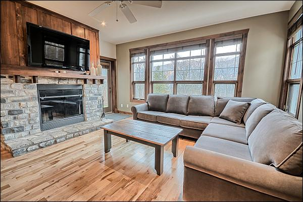 The Inviting Living Area Featuring a Cozy Fireplace - Common Area All Year Hot Tub - Perfect for a Romantic Get Away or Family Retreat (6169) - Mont Tremblant - rentals