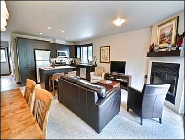 Beautifully Decorated Open Concept Living Area - On La Diable Golf Course - Minutes from Tremblant Pedestrian Village (6199) - Mont Tremblant - rentals