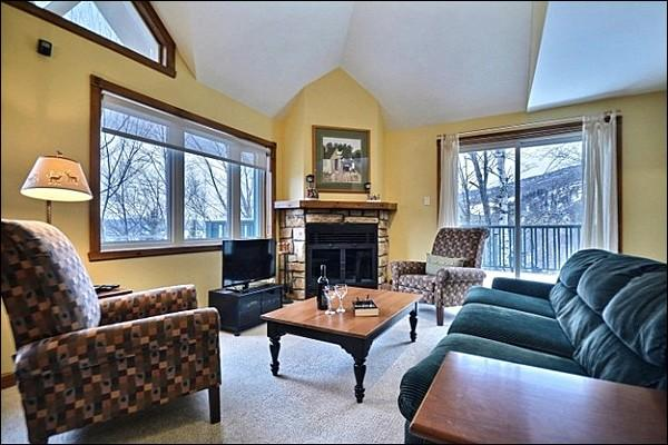 Enjoy the Cozy Gas Fireplace in the Living Room - Lovely Mountain and Lake Views - Short Walk to the Village and Shuttle (6234) - Mont Tremblant - rentals