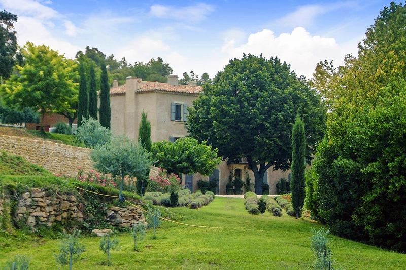 Bastide des Vignes, Sleeps 14 - Image 1 - La Tour d'Aigues - rentals