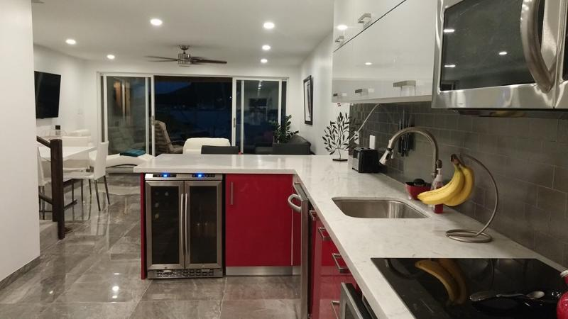 Kitchen and living room - Villa 233B- South Finger, Jolly Harbour, Antigua - Jolly Harbour - rentals