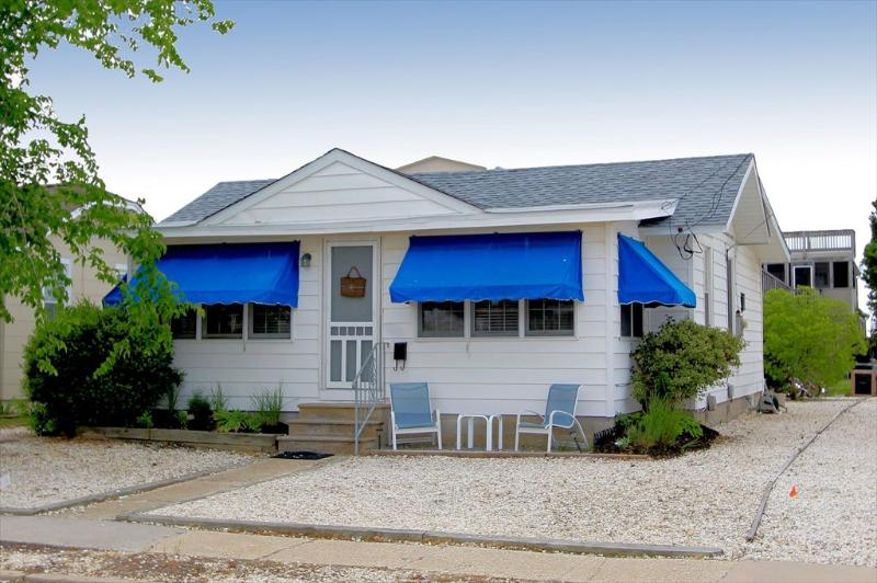 Adorable cottage, sun filled home, incredible bay breezes, walk to everything! RELAX... - AVALON, NJ, COTTAGE BY THE SEA-BEST PRICE SINGLE - Avalon - rentals