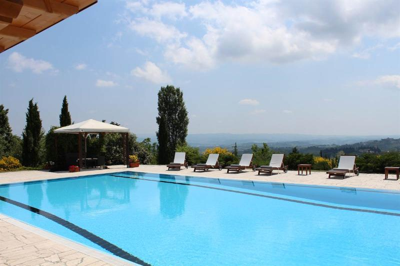 5 bedroom Independent house in San Gimignano, San Gimignano, Volterra and surroundings, Tuscany, Italy : ref 2307250 - Image 1 - San Gimignano - rentals