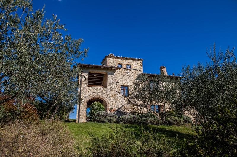 5 bedroom Independent house in Collazzone, Umbrian countryside, Umbria, Italy : ref 2307272 - Image 1 - Collazzone - rentals