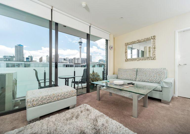Lovely living room with sky tower view - 2 Bedroom Apartment Viaduct Harbour includes Carpark - Auckland - rentals