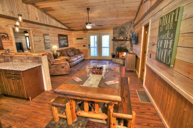 Dining Area w/ Beautiful Granite and Tile in this Cabin - Helen's Creekside Lodge - Helen - rentals