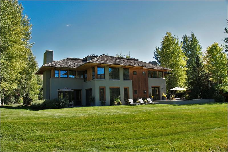 Exterior View of this Large Modern Home with 2 Stone Patios & Landscaped Yard. - Stunning & Stylish Golf Course Home - Guest Access to Elkhorn Member Center (1164) - Sun Valley - rentals