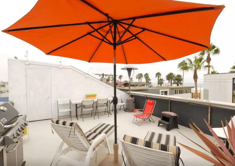 Relax and BBQ on the rooftop deck - Venice Luxury Ocean View 40 Steps to Beach - Los Angeles - rentals