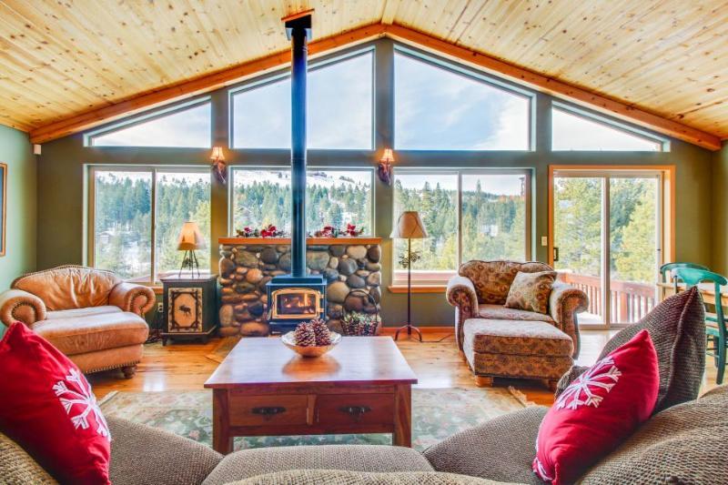 Elegant mountain retreat w/ shared hot tub, pool & resort amenities, near beach! - Image 1 - Truckee - rentals