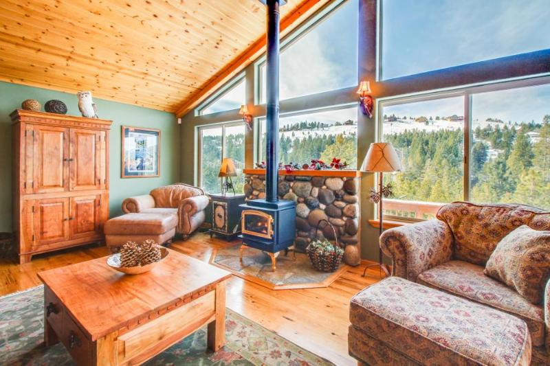 A gorgeous mountain view deck & access to a shared pool, hot tub, and gym! - Image 1 - Truckee - rentals