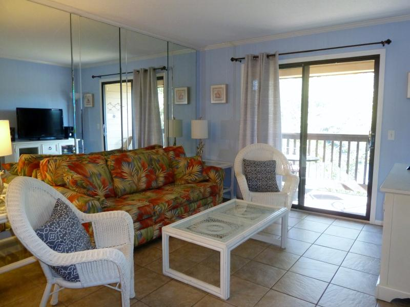 Living Room - OCEANFRONT Resort with LOW COUNTRY Views!! - Hilton Head - rentals