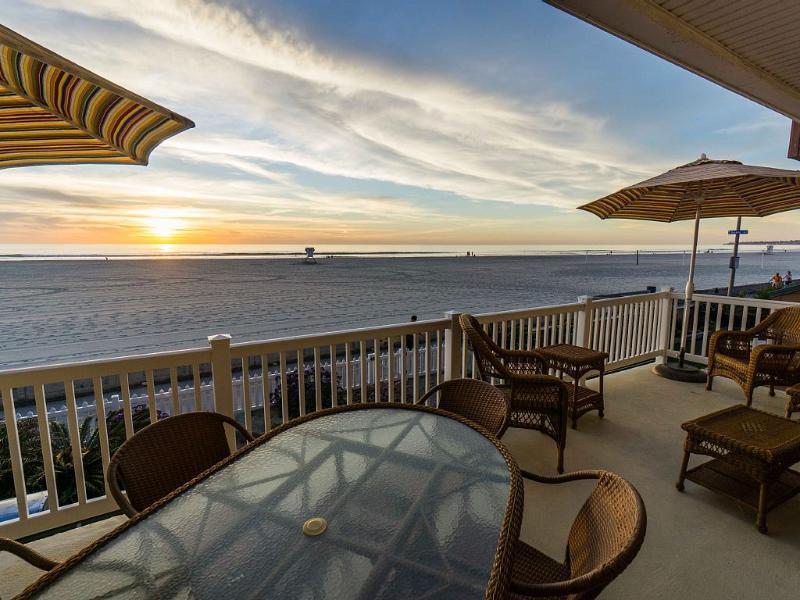 Spectacular Ocean views! - Beautiful Oceanfront Cape Cod Cottage - San Diego - rentals