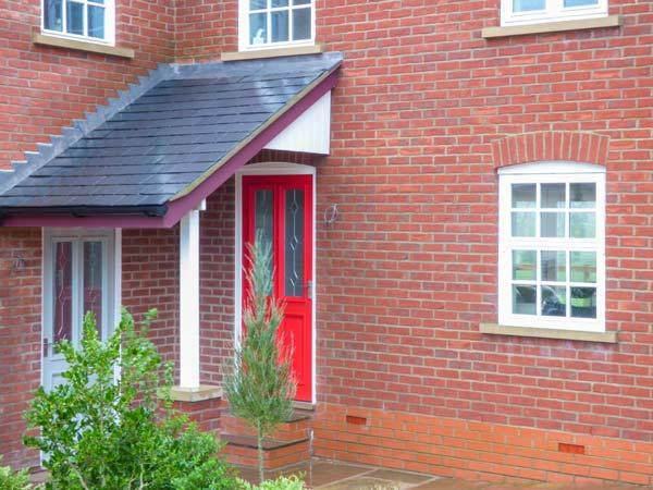 NEW STATION COTTAGE, modern, woodburner, underfloor heating, pet-friendly, enclosed patio, WiFi, in Sledmere, Driffield, Ref 929689 - Image 1 - Driffield - rentals