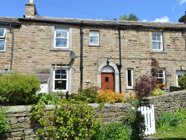 HILLWAYS stone-built cottage, village location, WiFi, pet-friendly, woodburning stove in Gunnerside Ref 930991 - Image 1 - Gunnerside - rentals