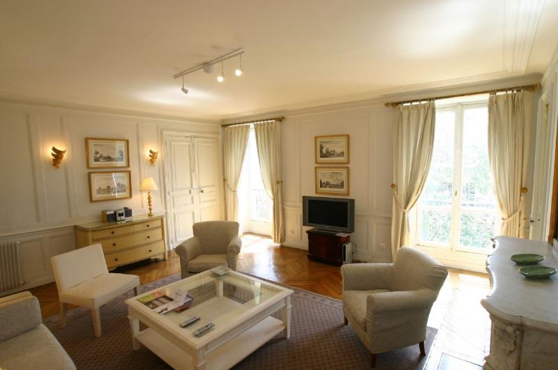 Marais -  Large 3 bedroom 2 bath apartment (1656) - Image 1 - Paris - rentals