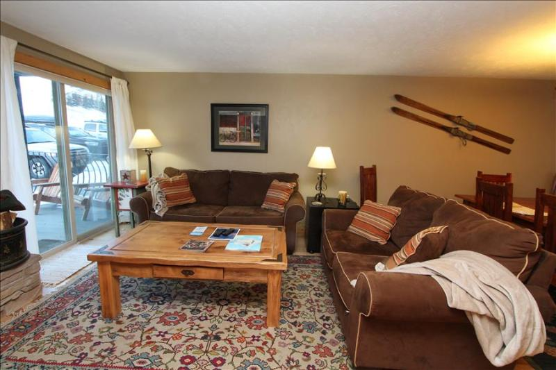 Beautiful 2 BR Condo, Pool, Hot tub, Sauna! Completely renovated! On shuttle route - Image 1 - Crested Butte - rentals