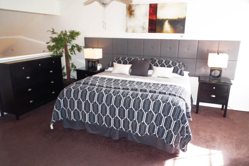 Master Bedroom Loft - Massage Chair, King Bed, Heated Pool and Garage - Scottsdale - rentals