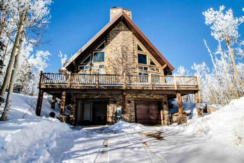 Upscale and spacious cabin for 8 close to slopes & trails - Image 1 - Brian Head - rentals