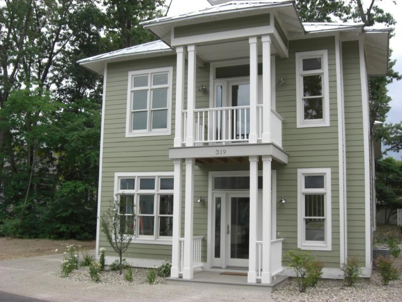 Front of Mint Julep - Beachwalk Cottage - Walk to the Beach!! - Michigan City - rentals
