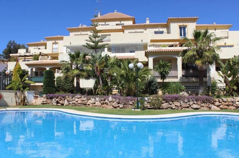 1819 - 3 bed apartment, Mirador de Santa Maria - Image 1 - Elviria - rentals