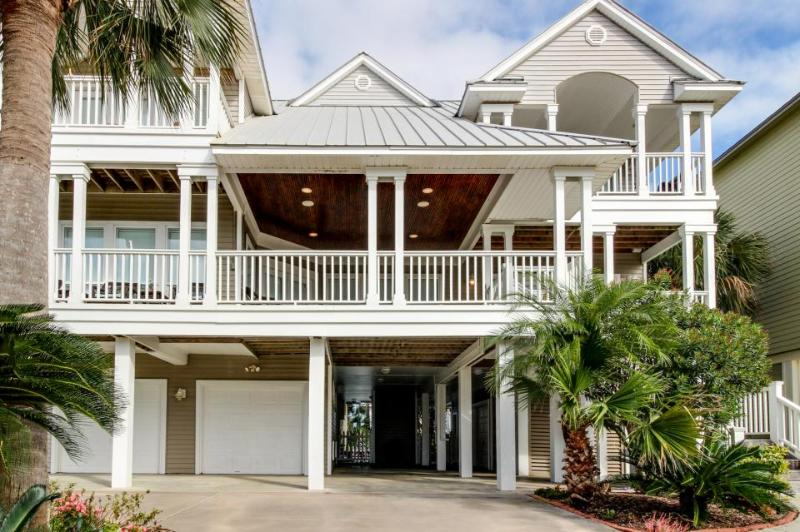 Luxury dog-friendly home with a private pool, tiki bar, & hot tub! - Image 1 - Galveston - rentals