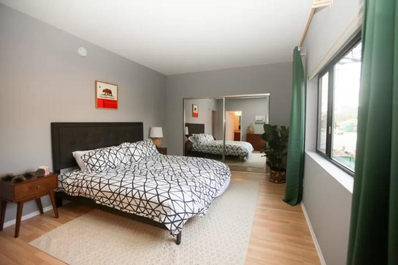 SOPHISTICATED AND ROOMY 2 BEDROOM 2 BATHROOM FURNISHED APARTMENT IN PERFECT BRENTWOOD LOCATION - Image 1 - Santa Monica - rentals