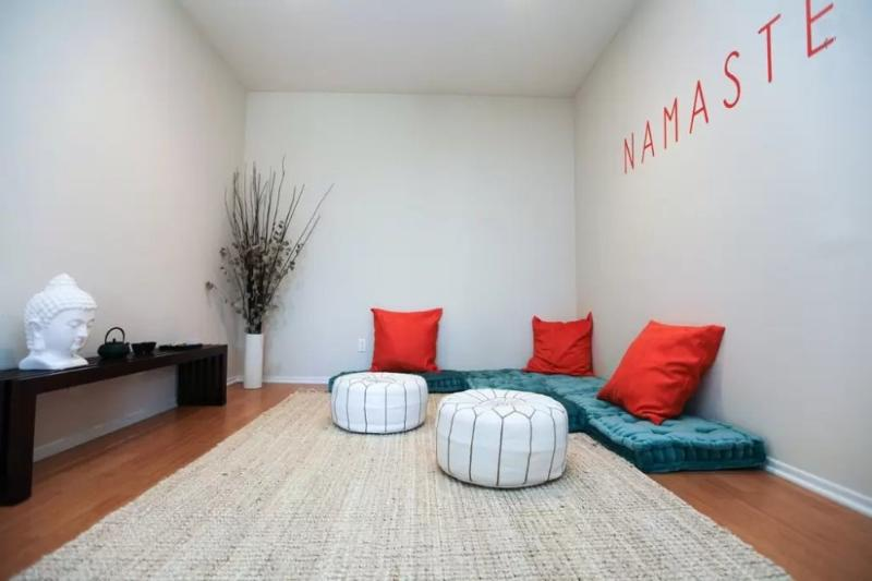 CAPTIVATING AND ROOMY FURNISHED 2 BEDROOM AND 2 BATHROOM APARTMENT - Image 1 - Santa Monica - rentals