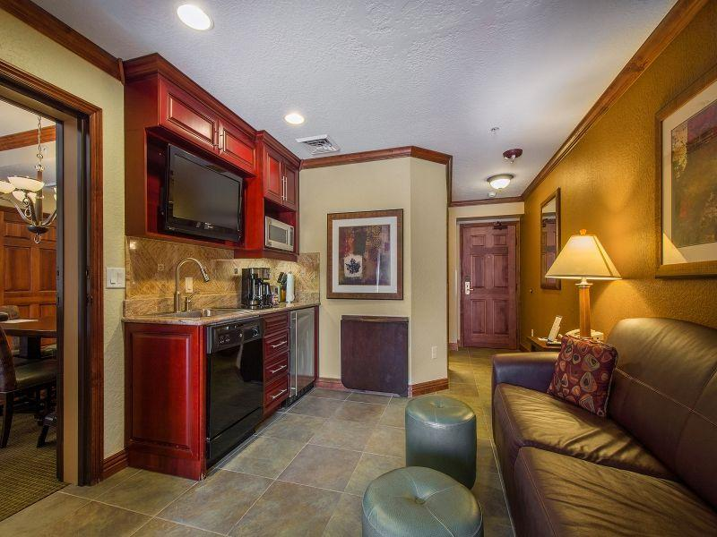 Living room - One Bedroom 360sqf with Kitchenette - Park City - rentals