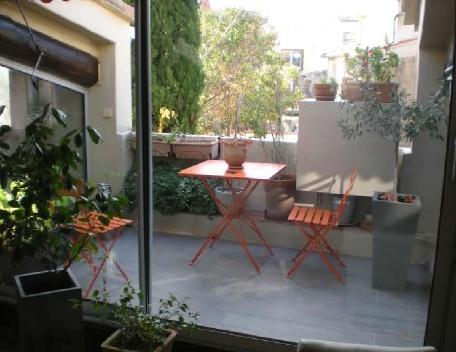 Holiday rental 2 bedroom apartment Aix En Provence (Bouches-du-Rhône), 90 m² - Image 1 - Aix-en-Provence - rentals