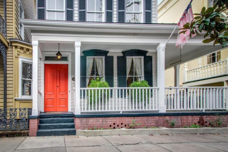 Historic home w/ gourmet kitchen, large porch & courtyard! - Image 1 - Savannah - rentals