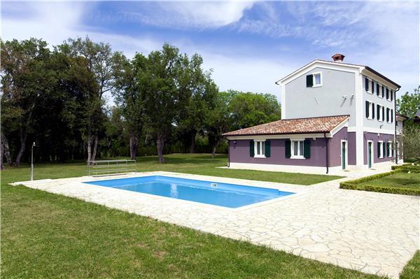 6 bedroom Villa in Fažana, Istria, Croatia : ref 2261765 - Image 1 - Valbandon - rentals