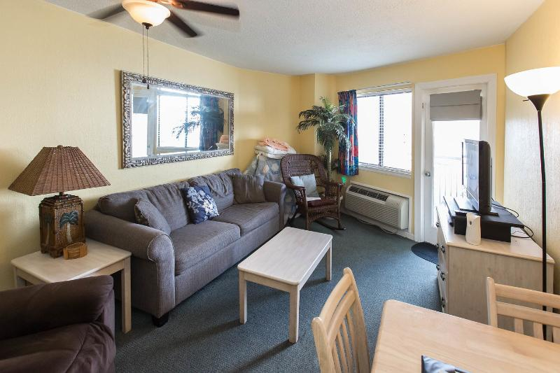 Living Room - Charming Condo 1 Bedroom King Suite with Angle Oce - Myrtle Beach - rentals