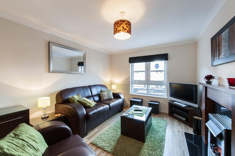 Living Room - 4* Annandale Apartment - Edinburgh - rentals