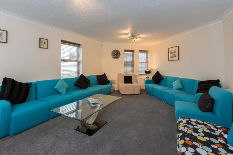 Living Room seats 16 comfortably - Southdown Villa - Brighton - rentals