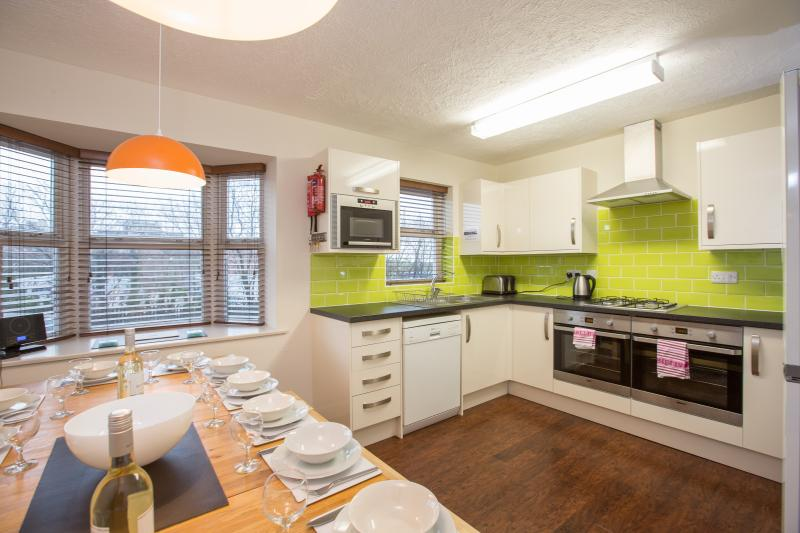 Kitchen Diner, seats 15,  Two full size ovens with grills, fridge freezer,  microwave, dishwasher - Southdown House - Brighton - rentals