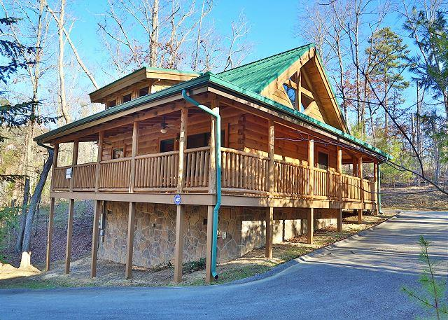 Cabin - The Hideaway, Perfect Romantic Retreat, Seasonal Resort Pool & Fire Pit - Sevierville - rentals