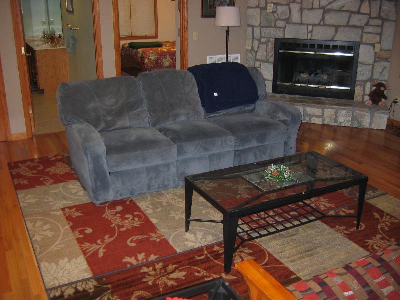 Serenity Haven Main Cabin living area - Serenity Haven Cabin Rentals - Banner Elk - rentals