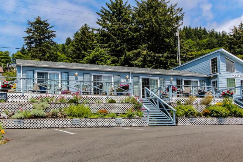 Boutique dog-friendly oceanview motel with space for 22! - Image 1 - Yachats - rentals
