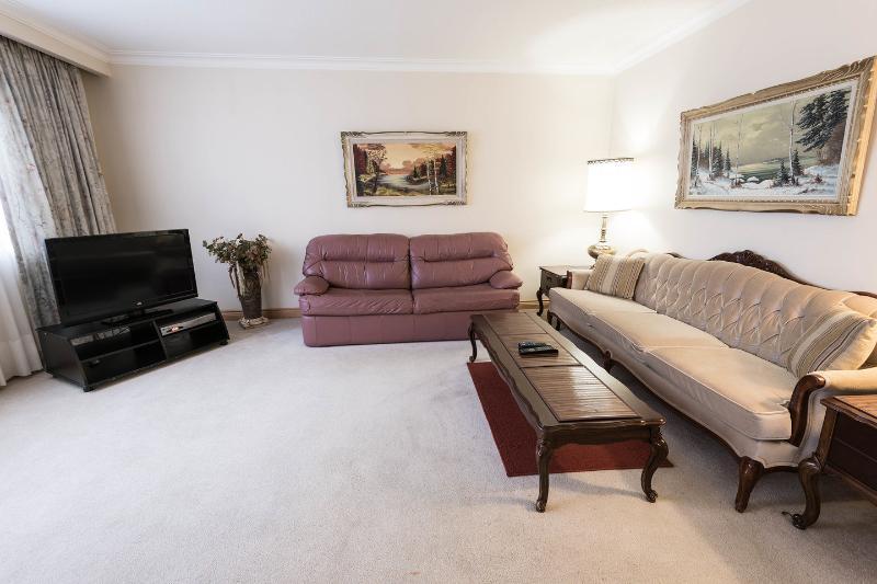 Living Room - Affordable 1, 2 & 3 Bedroom Toronto Holiday Apartm - Toronto - rentals