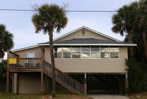 "119 Palmetto Blvd - ""Sleepy Hollow"" - Image 1 - Edisto Beach - rentals"