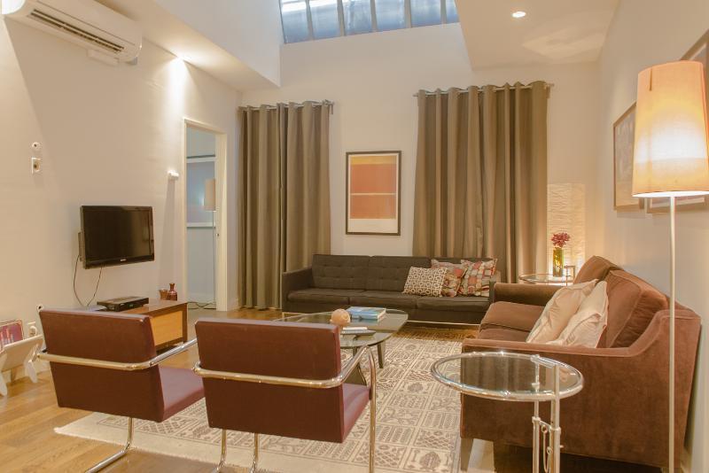 Huge Flatiron/Union Sq 3 Bedroom, 2 B Loft for 1-8 - Image 1 - New York City - rentals