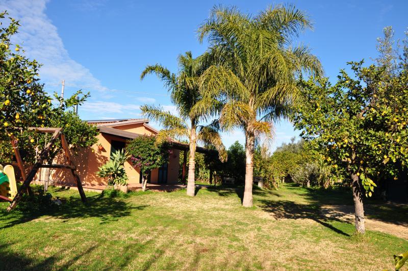 Lemon Garden, Eco-friendly Villa by the sea. Wi-fi - Image 1 - Noto - rentals