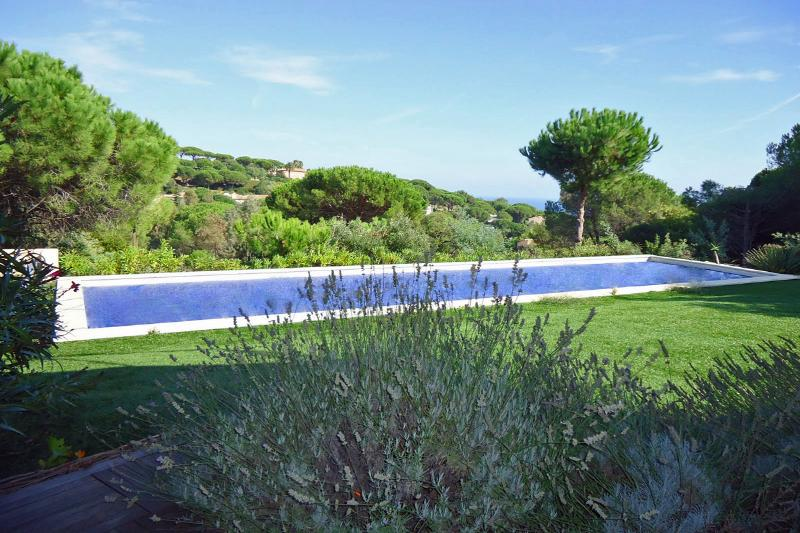 Stylish Villa with Attached Guest House on the French Riviera  - Villa La - Image 1 - Saint-Maxime - rentals