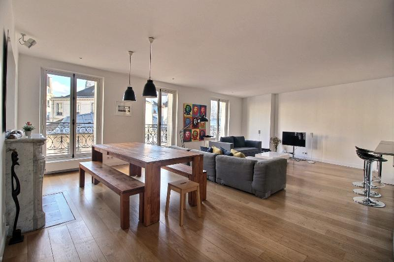 Living area - Le Charlot: Marais-2 bedroom for 6 people - Paris - rentals