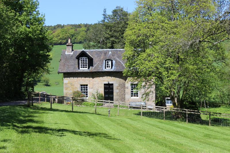 Garden Cottage - Beautiful Country Cottage,  wi-fi, heating, tennis - Cupar - rentals