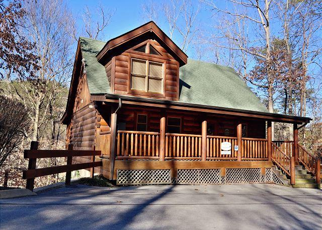 Cabin - Serene, Rustic, Elegant, Sleeps 6, Indoor/Outdoor Resort Pool, Netflix, Sauna - Sevierville - rentals